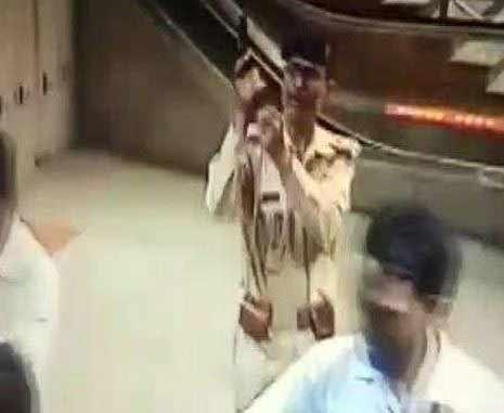 delhi-metro-cisf-gun-fire